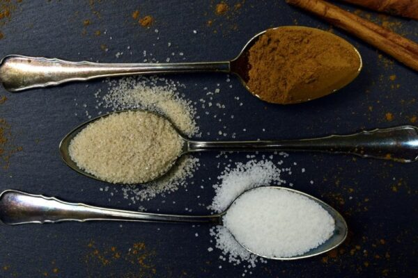 自砂糖のカロリー小さじ1でいくつなのか。意外と知らない消費目安と糖質も確認!